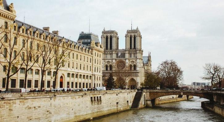 """Katedral nedir"""" Katedral yangını, Katedral ne demek"""""""