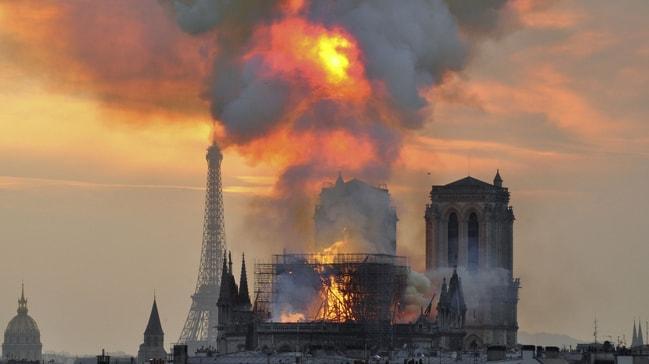 Notre-Dame yangını: Katedralin yöneticisinden geçici katedral önerisi
