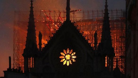 Notre Dame için video oyunu seçeneği masada