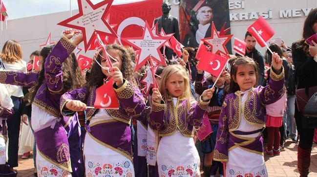 23 Nisan Ulusal Egemenlik ve Çocuk Bayramı bakın kutlanmaya nasıl başlandı