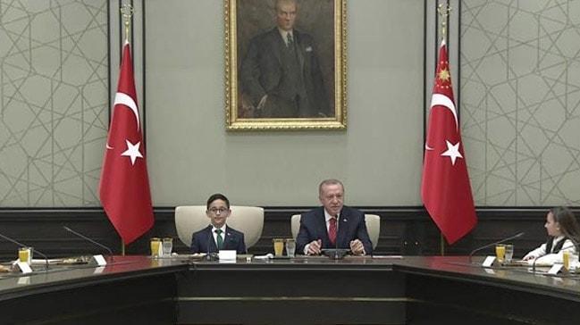 Başkan Erdoğan Külliye'de çocukları kabul etti