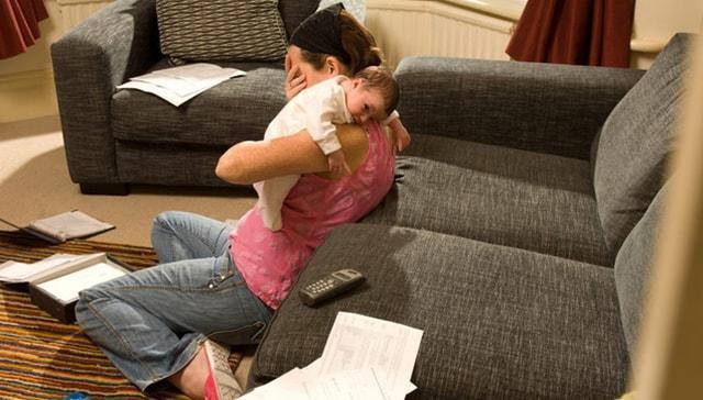 """Doğum sonrası stres bozukluğu ve depresyondan nasıl kaçınılır"""""""