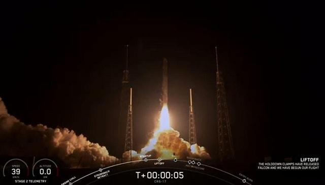 SpaceXin kargo aracı 9 ertelemenin ardından sonunda fırlatıldı