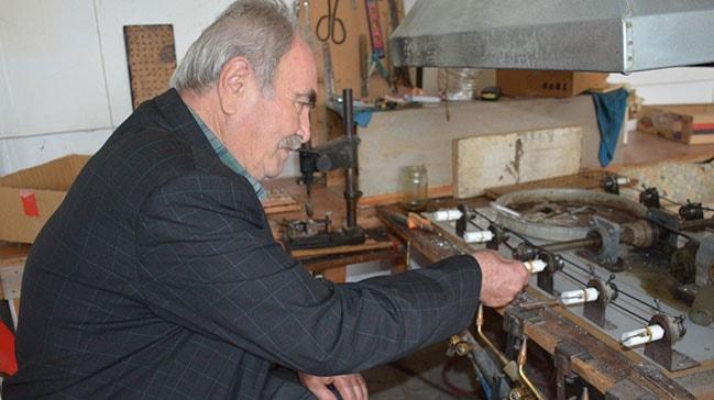 Baba-oğul cam kaşık üretip dünyaya satıyor