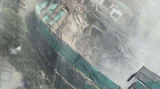 Şanghay'da bir bina çöktü