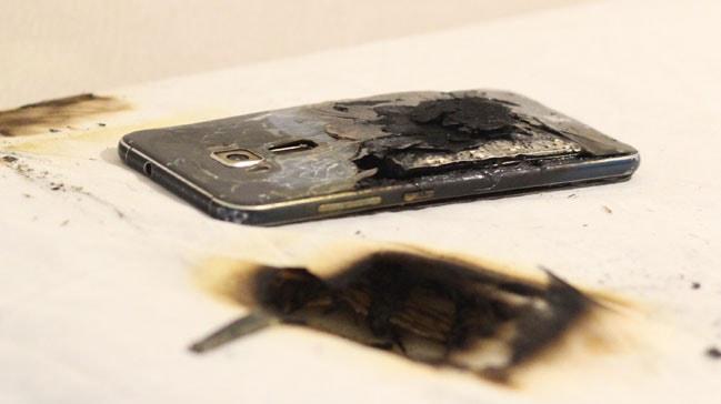 Ankara'da bir çiftin başucuna koyduğu telefon patladı