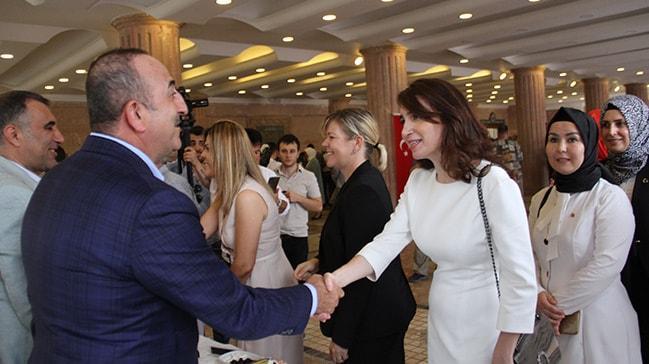 Dışişleri Bakanı Mevlüt Çavuşoğlu, Antalya'da bayramlaşma törenlerine katıldı