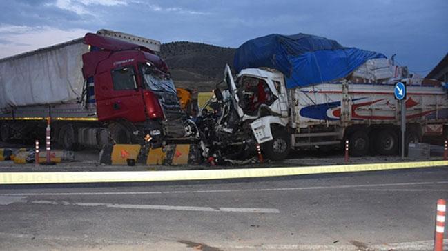 Kırıkkale'deki trafik kazasında 2 kişi öldü, 16 kişi yaralandı