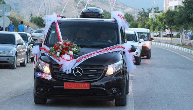 Tunceli Valisi Tuncay Sonel'in makam aracı, gelin arabası oldu