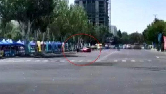 Kırgızistan'da yarış otomobili izleyicilerin arasına daldı: 6 yaralı