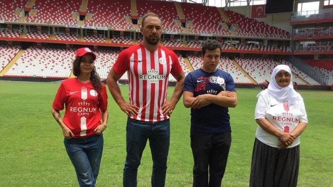 Antalyaspor'un yeni sezon formaları görücüye çıktı