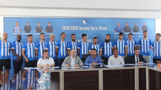Erzurumspor'da 15 futbolcu için imza töreni