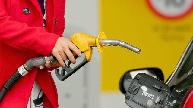 Büyük indirim sonrası benzin ve motorin fiyatları belli oldu