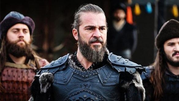 Diriliş Ertuğrul'un yıldızı Engin Altan Düzyatan sakallarını kesti