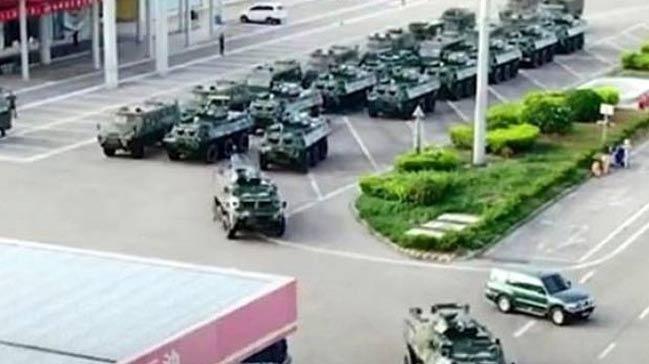 Çin Hong Kong'daki protestolar sebebiyle sınıra askeri araç takviye etti