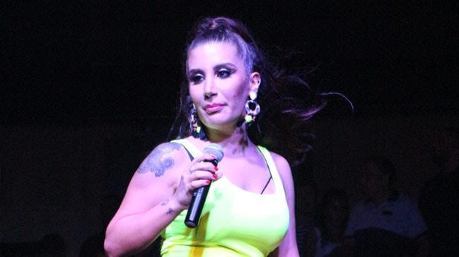İrem Derici'nin sahnedeki zor anları! Pantolonu yırtılan şarkıcının aldığı kilolar dikkat çekti