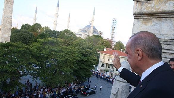 Başkan Erdoğan'a Sultanahmet'te sevgi seli