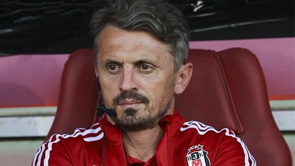 Beşiktaş'ta yardımcı antrenör Orhan Ak, görevinden istifa etti