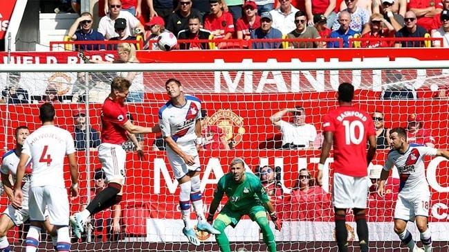 Manchester United'a evinde şok