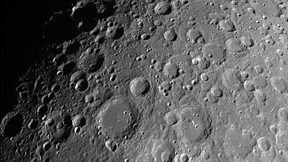 Hindistanýn uzay aracý Ay'ýn kraterlerini görüntüledi