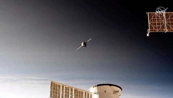 Robot taþýyan Rus uzay aracý, uzay istasyonuna kenetlendi
