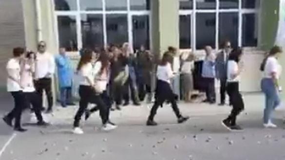 Kadıköy Anadolu Lisesi'nde tepki çeken karşılama