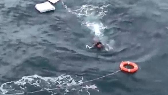10 saat suda kaldı... Balıkçılar kurtardı