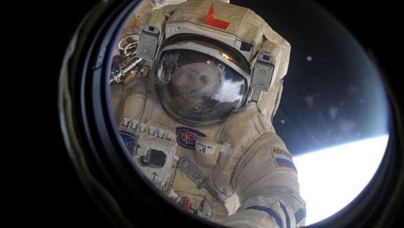Roscosmos, kozmonotların hayatta kalma kitine ateşli silahı yeniden dahil edebilir