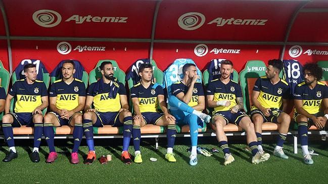 Fenerbahçe'de Ocak transfer döneminde 3 isimle yollar ayrılıyor!