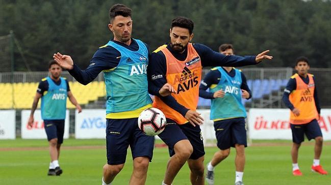 Fenerbahçe'de erken ayrılık! İki oyuncuyla yollar resmen ayrılıyor...