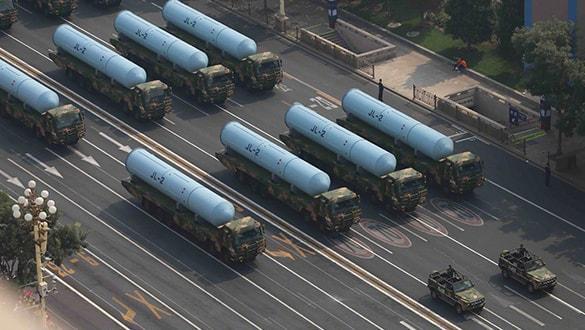 Çin, yeni nükleer kapasiteli balistik füzesini sergiledi