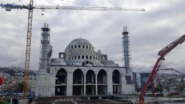 Trabzon'da cami inşaatının avlu temeli çöktü: 2 yaralı
