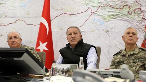 Bakan Akar: Mehmetçik; Fırat'ın doğusunda da Suriyeli kardeşlerinin yanında
