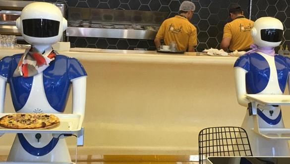 İstanbul'daki bu restoranda masalar tablet, garsonlar robot