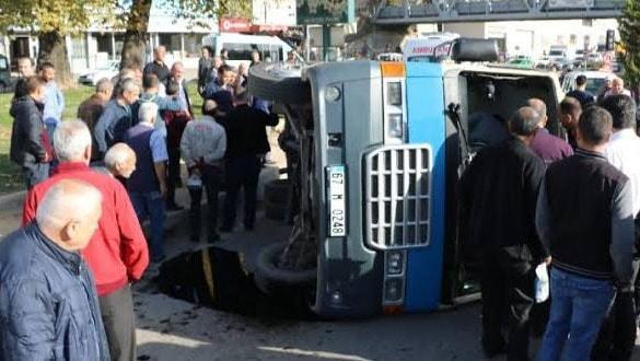 Zonguldak'ta yolcu minibüsü devrildi: 11 yaralı
