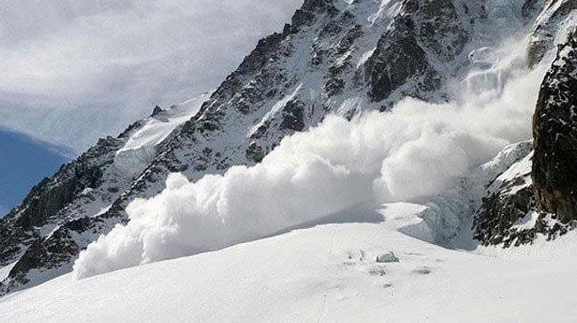 Cammu Keşmir'de yoğun kar nedeniyle 6 kişi hayatını kaybetti