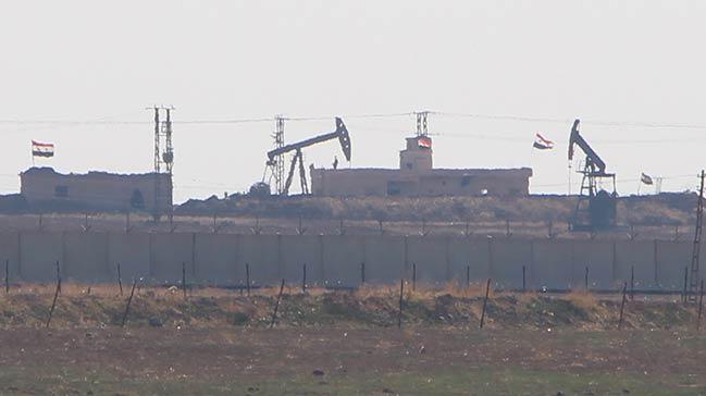 Petrol bölgesinde dikkat çeken hareketlilik... Rejim bayrağı astılar