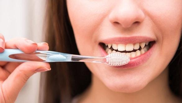 Uzmanlar uyardı! Diş fırçanızı sakın böyle kullanmayın