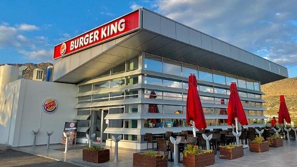Rum ambargosonu deldi! Ünlü fast food zinciri KKTC'de ilk restoranını açtı!