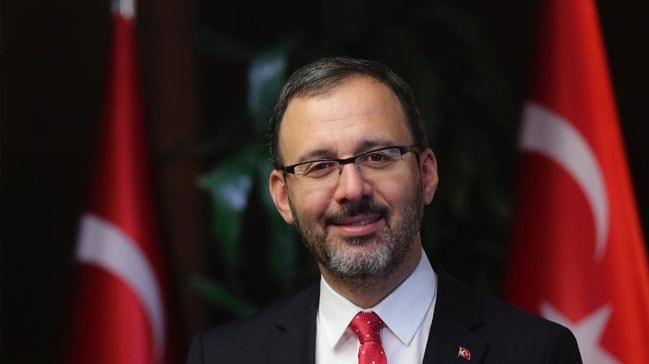 Gençlik ve Spor Bakanı Mehmet Muharrem Kasapoğlu, Emre Sakçı'yı kutladı