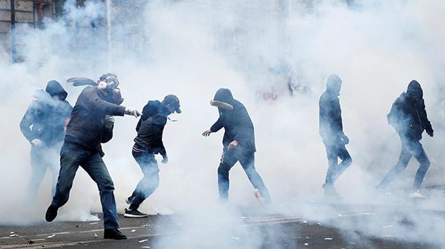 İsyan büyüyor... Fransa'da hayat durdu! Göstericilere sert müdahale