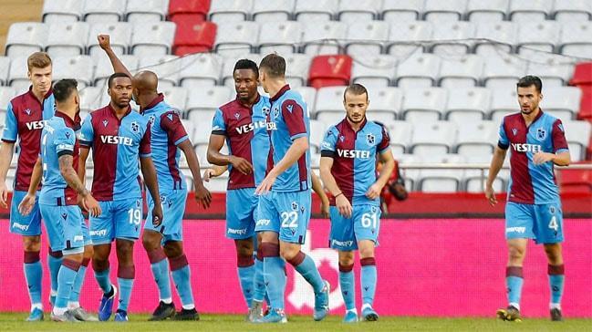 Trabzonspor, Antalyaspor'u deplasmanda üç golle mağlup etti