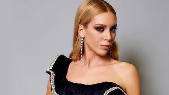 Muhabirden güzel oyuncu Sinem Kobal'ı utandıran soru