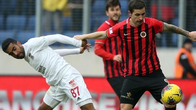 Lider Sivasspor, Gençlerbirliği deplasmanında 1 puanı uzatmada aldı