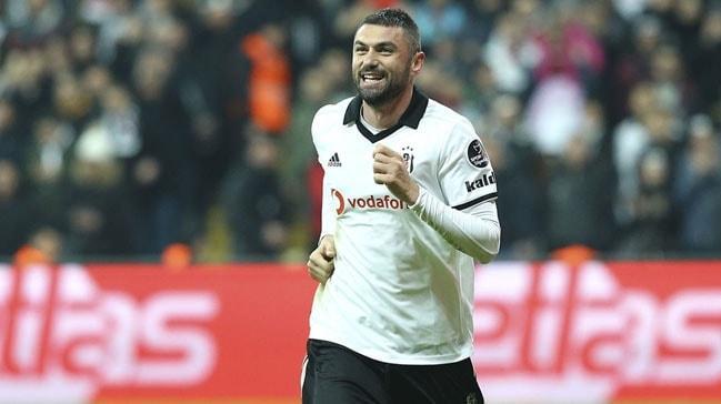 Beşiktaş Burak Yılmaz'ın opsiyonunu kullanarak sözleşmesini uzattı
