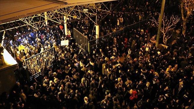 Tahran'da 'Hamaney istifa' sesleri! Anma törene rejim karşıtı gösteriye dönüştü