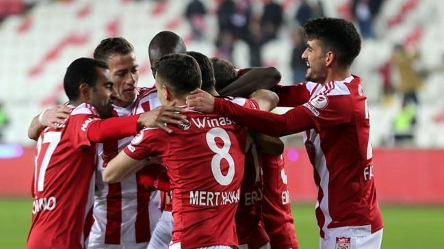 Lider Sivasspor kupada Yeni Malatyaspor'u farklı mağlup etti