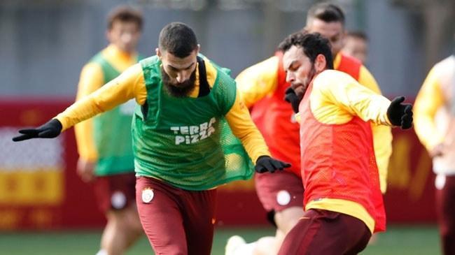 Yukatel Denizlispor maçının hazırlıklarına başlayan Galatasaray pas çalıştı