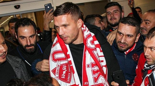 Lukas Podolski, Antalya'ya geldi! Alman yıldız havalimanına iner inmez çay içti