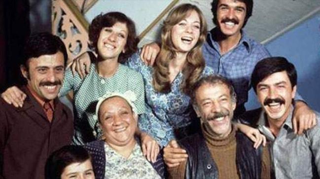 Yeşilçam'ın efsane filmi 'Aile Şerefi'nin ünlü oyuncuları yıllar sonra bir araya geldi
